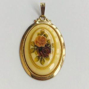 Jewelry - Very vintage pendant ❤️